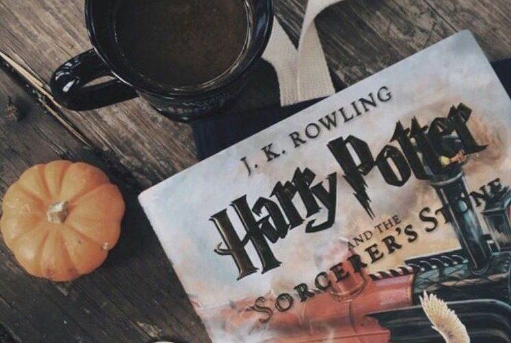 Thème Harry Potter - Automne : un livre + un chocolat chaud + une mini citrouille