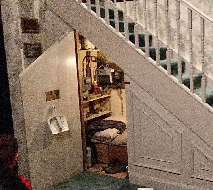 placard-sous-escalier-harry-potters-studios