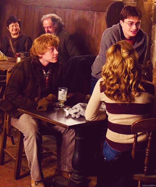 Hermione, Harry et Ron aux Trois Balais